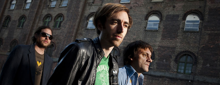 A Place to Bury Strangers - Listen to 'I Lived My Life To Stand In The Shadow Of Your Heart'
